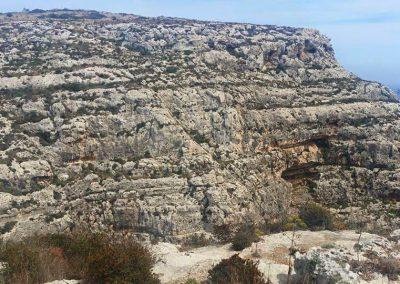 il-munqar blue grotto