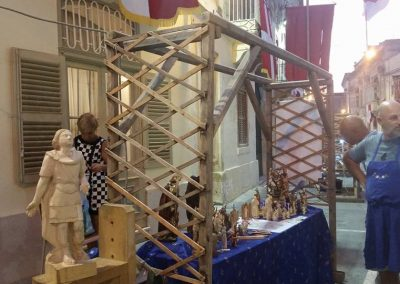qormi-wine-festival-with the wood artist Martin Bezzina Wettinger