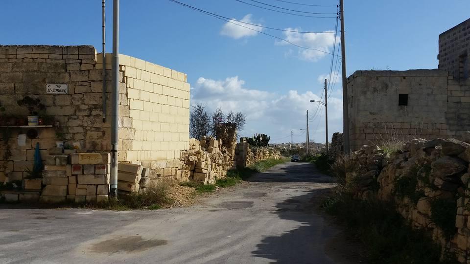 take triq iz-zurrieq Mqabba countryside